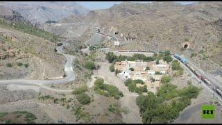 طوابير شاحنات تمتد لعدة كيلومترات عالقة على الحدود بين باكستان وأفغانستان منذ شهر