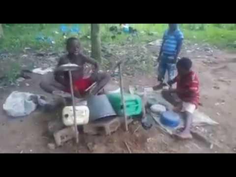 Talents Cachés - Ces Enfants Africain Sont De Futurs Batteurs.