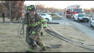 Woman Escapes Apartment Fire By Climbing Out Window - Police Help Firefighters Evacuate Building