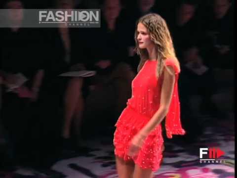 """Versus"" Spring Summer 2002 Milan 3 of 3 pret a porter women by FashionChannel"