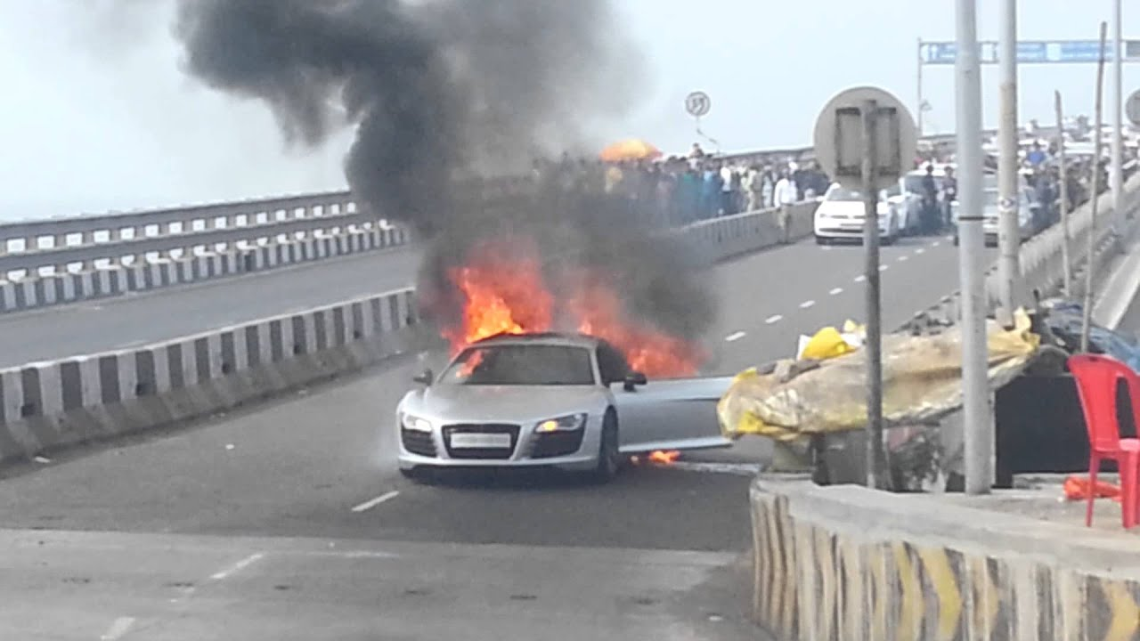 Car Burn Out Wallpaper Burning Of Audi R8 Youtube