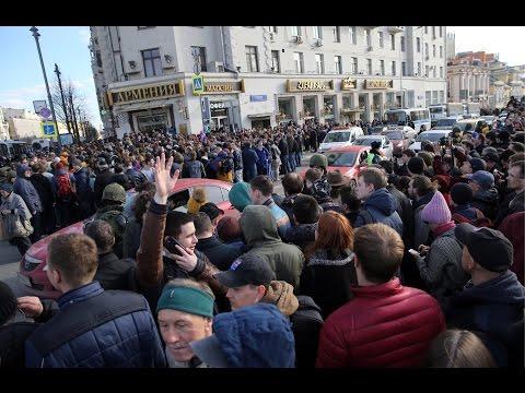 Как ОМОН 'режет' толпу на Пушкинской (Антикоррупционный митинг в Москве 26.03.2017)