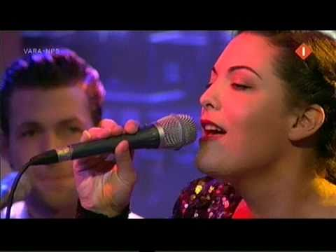 Caro Emerald - A night like this [Acoustic live version at P&W]