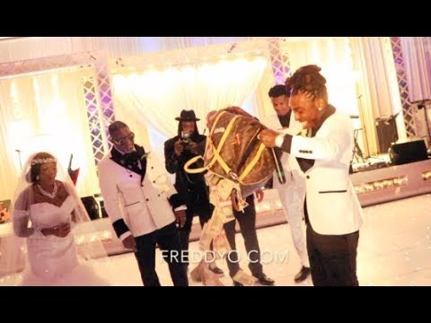 Nick Nack - Jacquees give mom $100,000 CASH for her wedding!