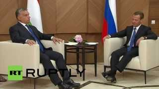 Russia: Medvedev and Orban praise their bilateral ties in testing times