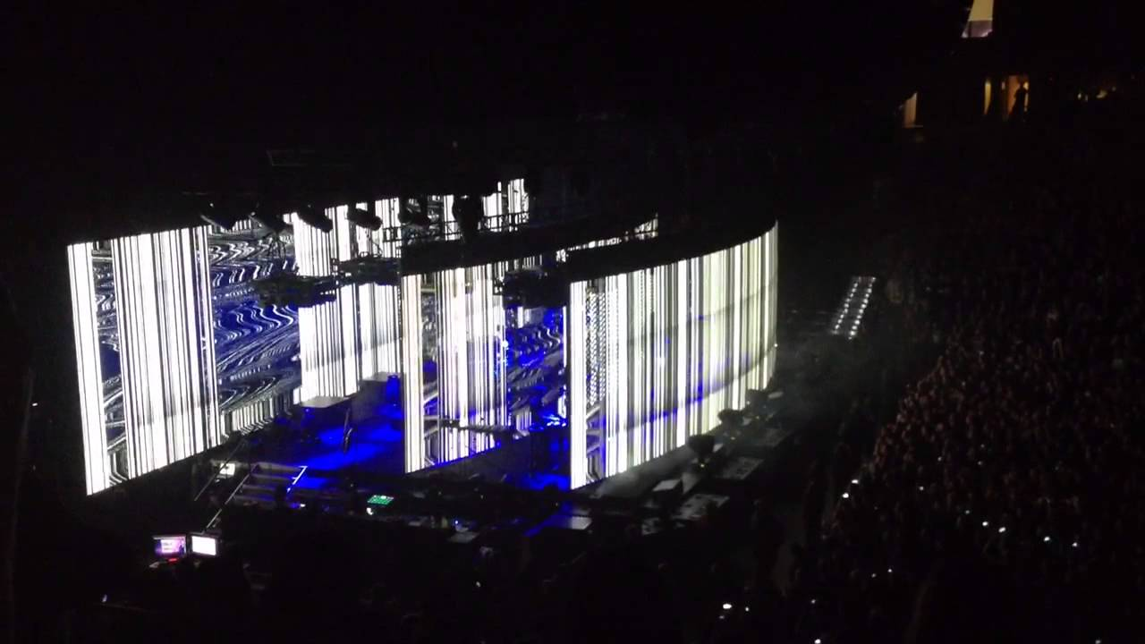 Nine Inch Nails-Crazy Light Stage Show - YouTube