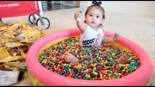 BABY COVERED IN 1 MILLION M&M\'s!!!