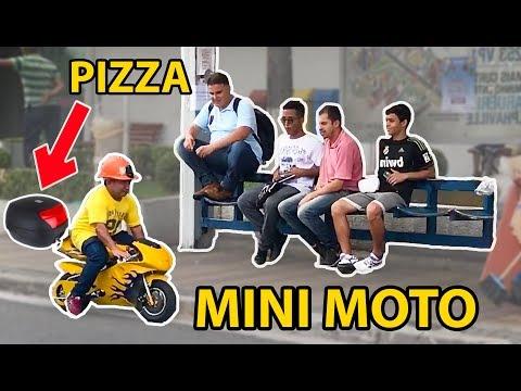 ENTREGANDO PIZZA COM MINI MOTO!  *Anão na motinha*
