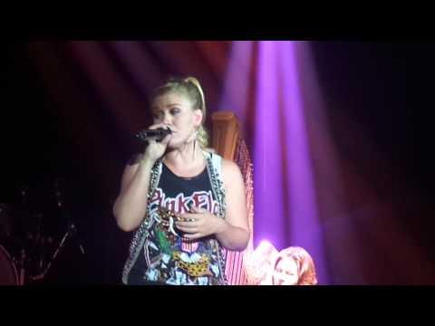 "Kelly Clarkson - ""Everytime"" - Las Vegas, NV 7-27-12"