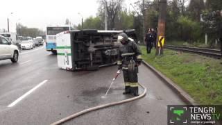 В Алматы перевернулся инкассаторский автомобиль