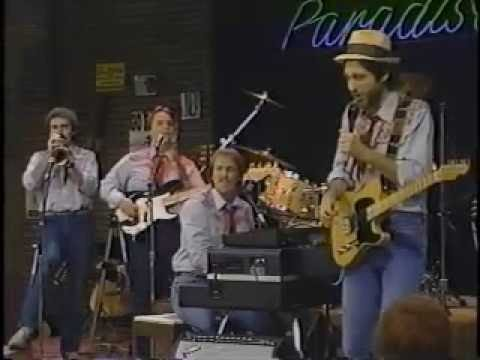 The Mighty Notes band on Pickin' at the Paradise