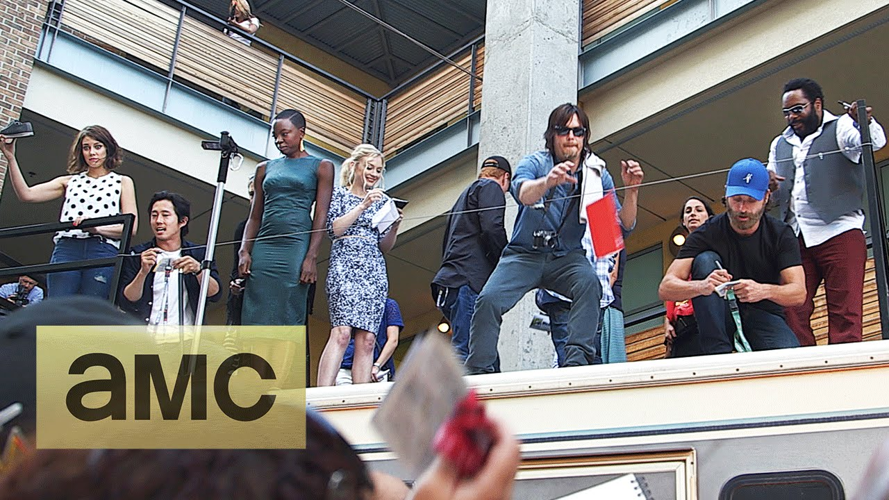 Fans Meet The Cast At The Comic Con Bbq The Walking Dead Season 5
