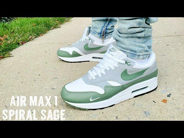 air max 1 on feet