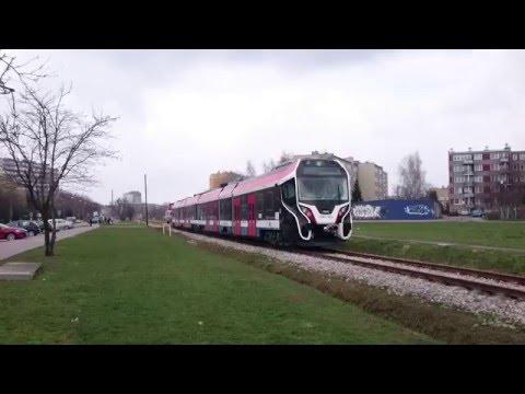 Pociąg 39WE zamówiony przez WKD widziany w Pruszkowie