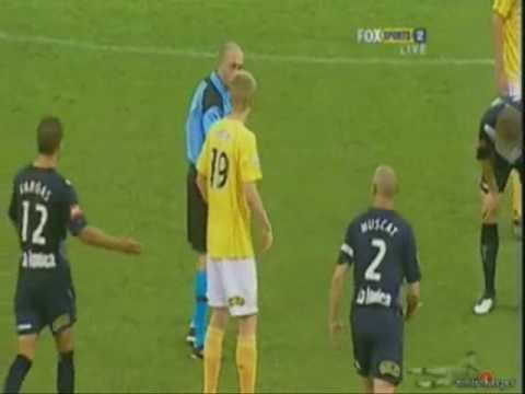 Kevin Muscat kicks ball into referee - Melbourne Victory