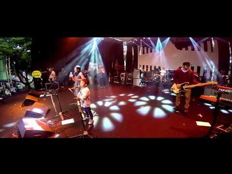 Mocca Feat Aldin & Fadil - Happy (Live At Kampoeng Jazz)