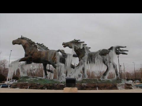 Bajas temperaturas congelan estatuas en México