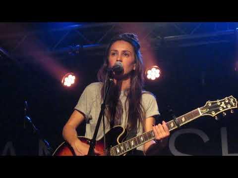 "Amy Shark - ""You Think I Think I Sound Like God"" (Live in Boston)"