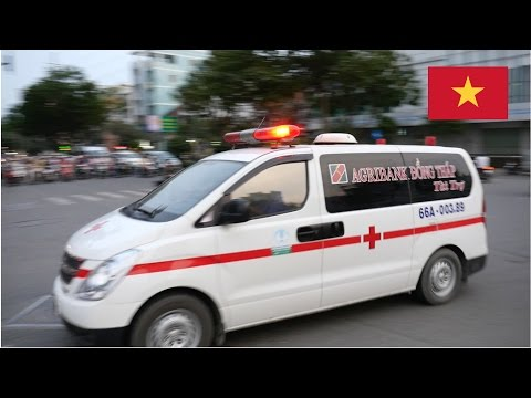 *Hi-Lo* Ho Chi Minh City (Vietnam) 'Agribank' Ambulance Responding With Lights & Siren
