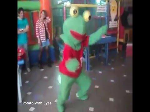 Pepe The frog Dancing To Twenty One Pilots