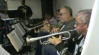 Danny Morales rehearsing with landy y su orquesta, presencia (verdadero sonero)