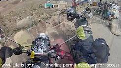 Himalaya roadtrip 08 Khardung La: world highest rideable pass on Royal Enfiel Bullet motorbikes
