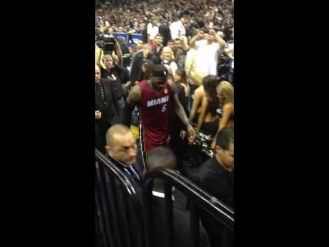 Lebron James injured with cramps Game 1 NBA Finals 2014 Hea