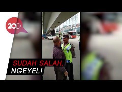 Tak Terima Ditegur, Pemobil Ini 'Seruduk' Polisi di Matraman