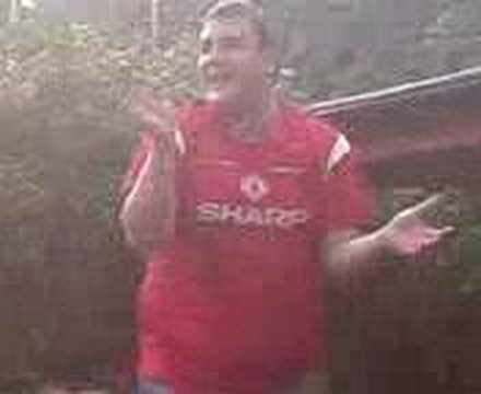 Noddy Singing - Man Utd Cantona Song in Llanrwst