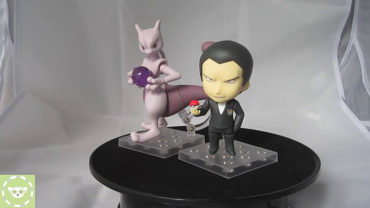 Giovanni /& Mewtwo Posable Figure