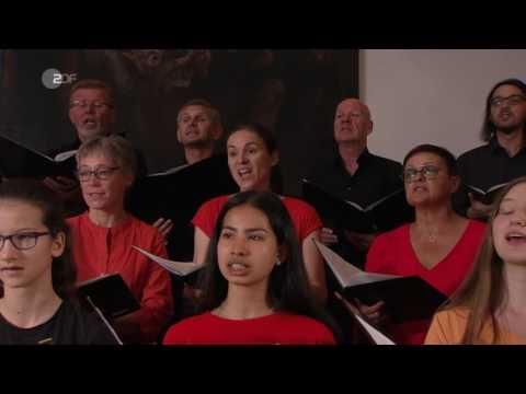 Dom St  Nikolaus in Feldkirch, Vorarlberg Pfingstmesse 2017 Mauern werden zu Brücken