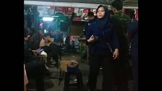 Pengamen Dipatiukur Bandung Asik Banget - Belum Ada Judul (Iwan Fals)