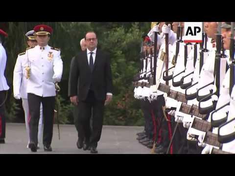 Hollande visits Singapore for talks