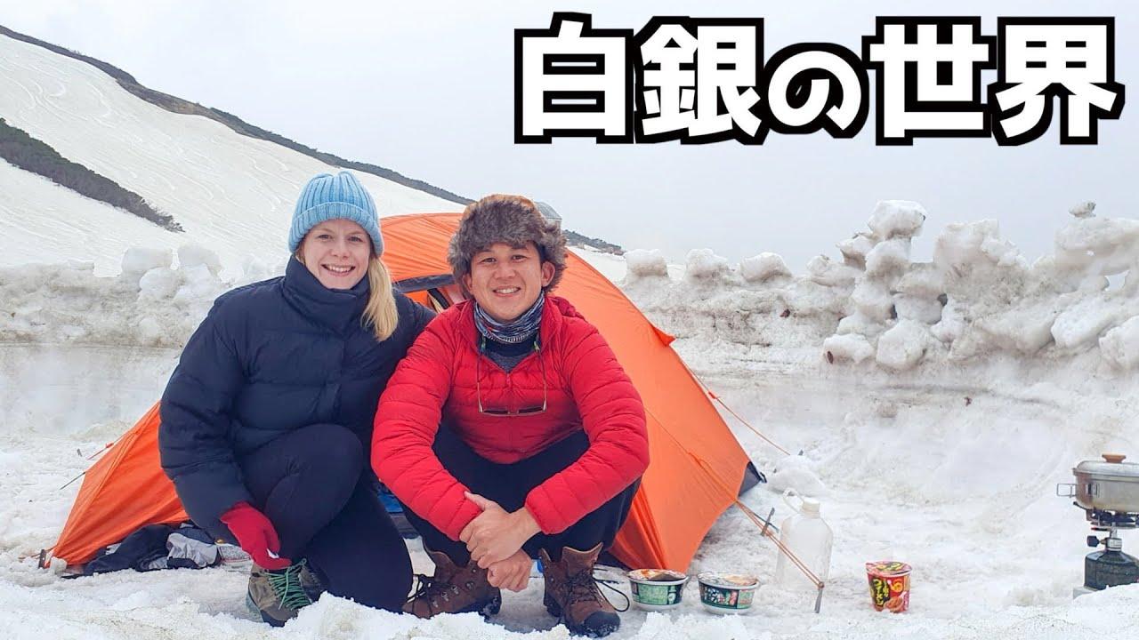 標高2400mの富山県の雪山の中腹で一晩野宿することに...