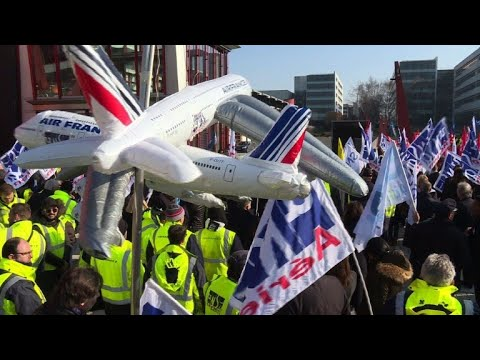 Air France staff go on strike, grounding flights