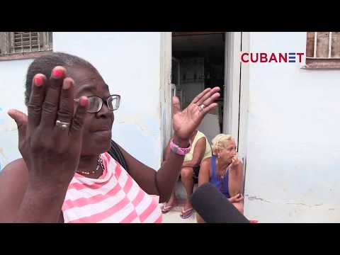 """""""Comerse un cable"""" - Centro Habana, Cuba"""