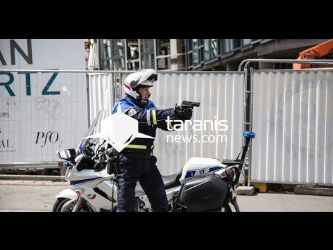 UN POLICIER DÉGAINE SON ARME FACE À UNE MANIFESTATION À RENNES