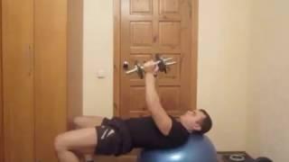 Тренировка грудных мышц дома :Урок 09 Пулловер на фитболе