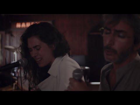 'Bajo La Piel' - Alice Wonder & Xoel López (Live Performance)