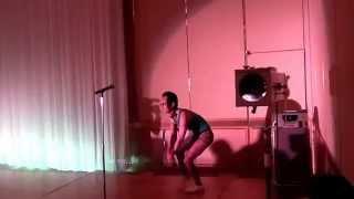 友人の結婚式での余興です。タンバリン芸人ゴンゾーの演技をパクってみ...