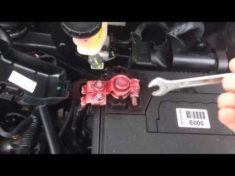 Замена аккумулятора на Kia Rio
