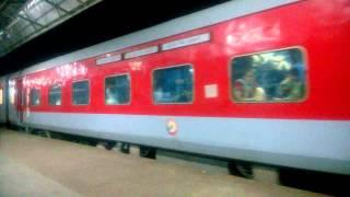 chennai bikaner ac express arriving at itarsi jn powered by bza wag 7