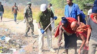 RC Mongella aungana na Wananchi kufanya Usafi wa Mazingira Mwanza.