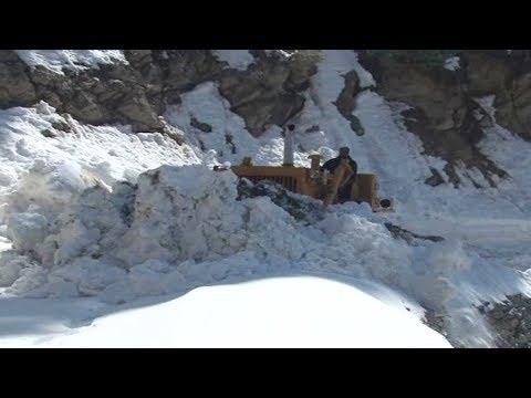 Snow clearance operation underway on Gurez road