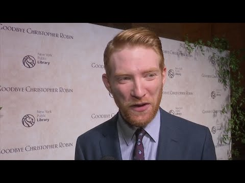 Domhnall Gleeson struggling with 'Star Wars' spoilers - Duur: 0:40.