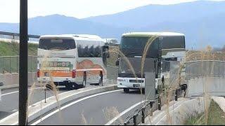 広島電鉄グランドアローエアロキング626と日ノ丸自動車メリーバードが三次東JCT陸橋頂点ですれ違う瞬間