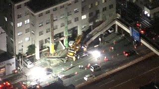 警察署にクレーン車突っ込む 周囲に油漏れ 東京