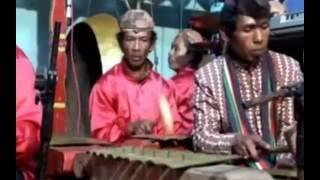 Download Video Jaran kepang Campursari & kalap / Kesurupan ngamuk MP3 3GP MP4