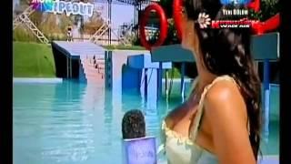 Asuman Krause Frikik Wipeout - Muhteşem göğüsler
