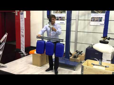 Lifting several plastic contianers simultaneously with ViperHoist
